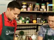 Берік Исмайылов саңырауқұлақ қосылған тауықтың төс етін және тоқ басатын таңқурай десертін әзірлейді