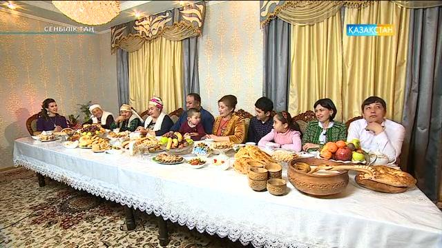 Сенбілік таң - Айтыскер ақын Маржан Есжанованың отбасы (Толық нұсқа)
